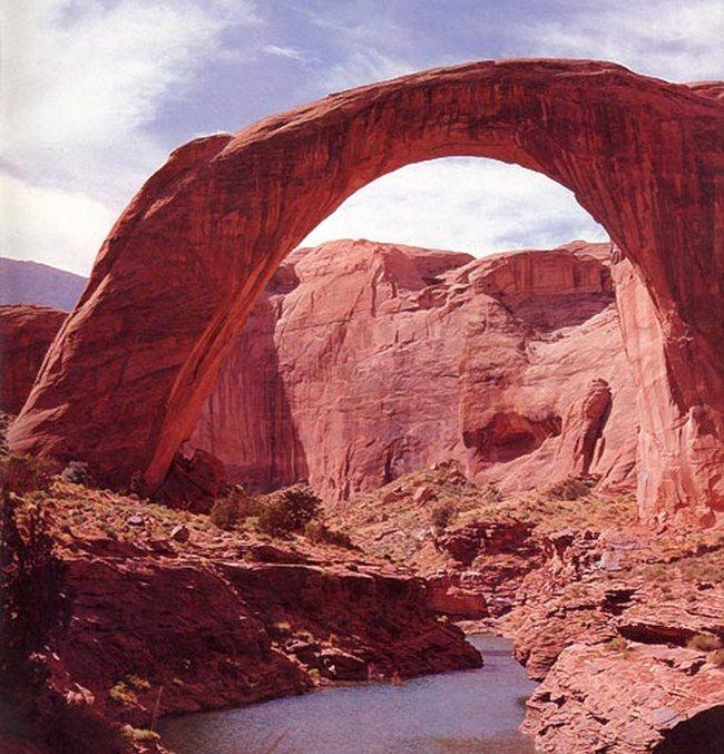 Каменная арка Моста Радуги