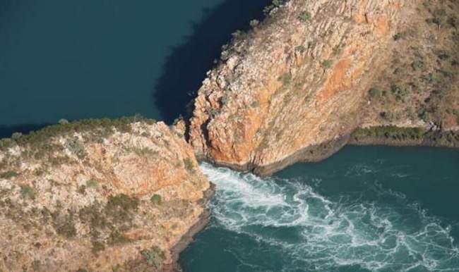 Горизонтальные водопады в бухте Талбот
