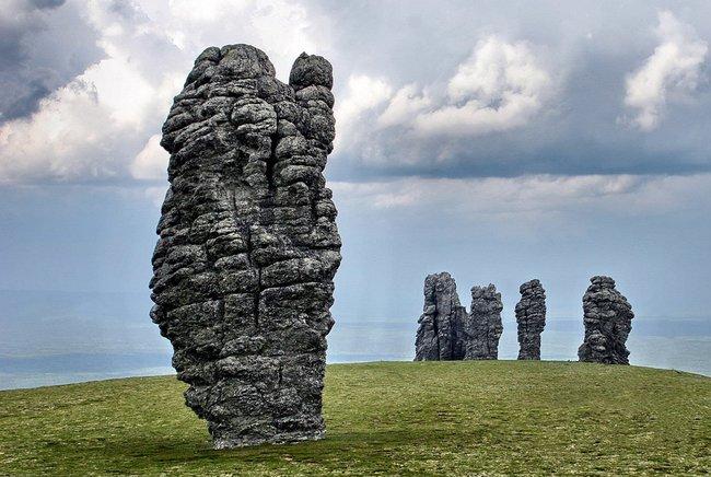 Каменные идолы Мань-Пупу-Нер