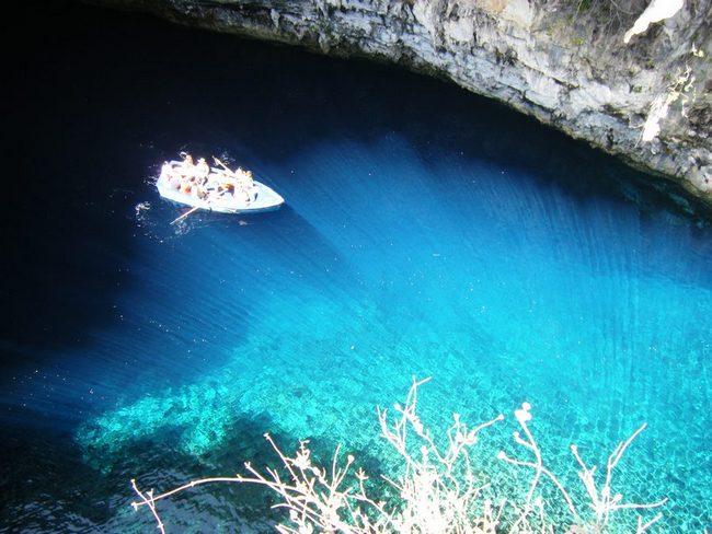 Пещерное озеро Мелиссани