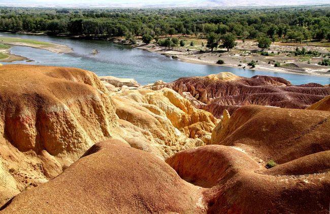 Разноцветный пляж Синьцзяна