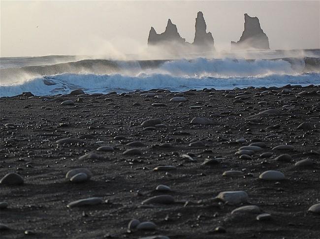 Черный пляж Вик в Исландии