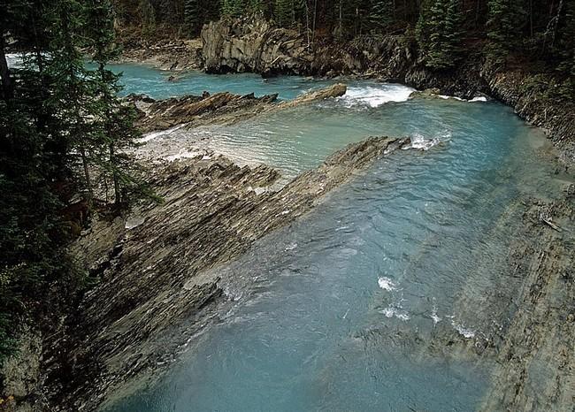 Грозная река в парке Йохо