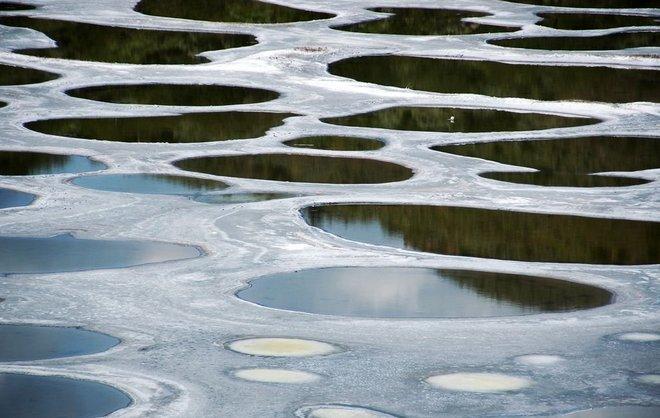 Пятнистое озеро Клилук в Канаде