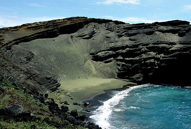 Зеленый пляж на Гавайских островах