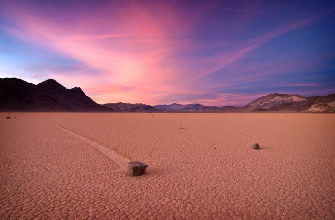 Гуляющие камни  Долины Смерти в США
