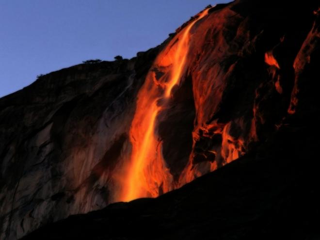 водопад  Огненная вода Хорстейла в Йосемити