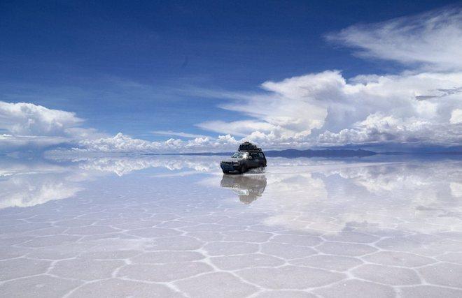 Соляное озеро Уюни в Боливии