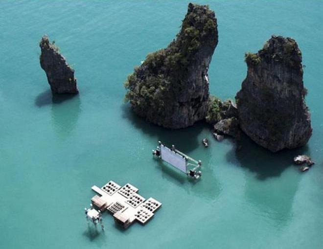 Кинотеатр на воде в Таиланде